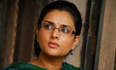 latest-news-divya-spandana-slams-pm-modi-with-photos-of-akshay-kumar-on-ins-sumitra