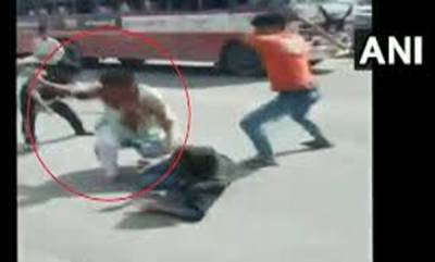india-2-army-jawans-brutally-thrashed-in-ups-baghapat-on-video