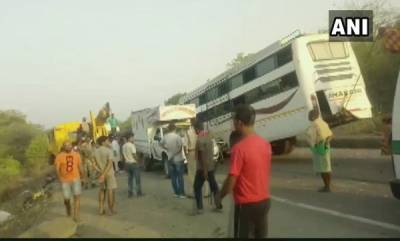 india-jharkhand-11-dead-25-injured-in-bus-truck-collision