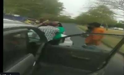 latest-news-a-girl-attacks-a-man-with-a-rod-after-their-cars-rammed-into-each-other