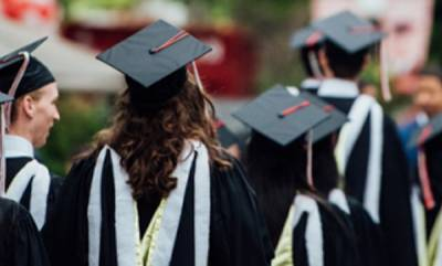 latest-news-convocation-robes-out-students-will-now-wear-traditional-attire-made-of-indian-handloom