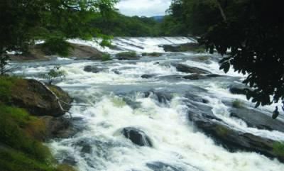 travel-athirapally-waterfalls