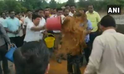 latest-news-congress-mla-arrested-for-mud-attack-on-engineer