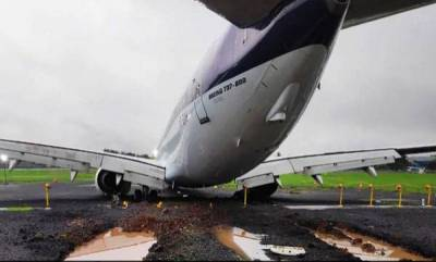 india-spicejet-plane-stranded-on-mumbai-airport-runway-finally-pulled-out