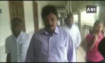 latest-news-karnataka-8-congress-3-jds-mlas-reached-assembly-speaker-office