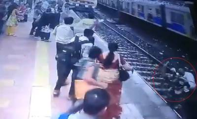 latest-news-heroic-cops-save-life-of-elderly-man-at-mumbai-central-railway-station
