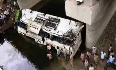 world-up-29-dead-as-bus-falls-into-drain-on-yamuna-expressway
