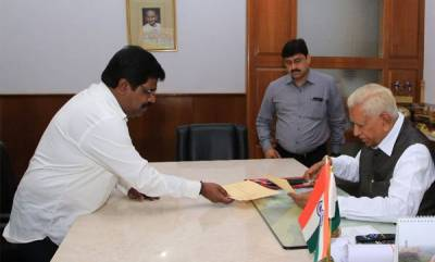 india-karnataka-inducted-last-month-minister-nagesh-resigns-offers-support-to-bjp
