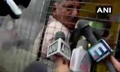 india-high-drama-in-mumbai-as-shivakumar-others-detained-by-mumbai-police