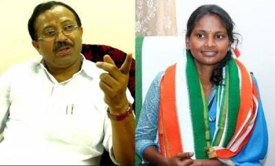 latest-news-v-muralidharan-and-remya-haridas-visit-mannuthi-valayar-road