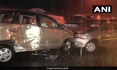india-mumbai-8-injured-after-3-cars-collide-on-andheri-flyover