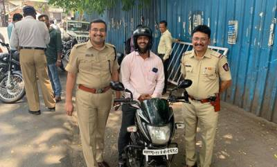 rosy-news-obey-traffic-rules-get-discount-coupons-pune-ips-officer-rewards-15000-citizens