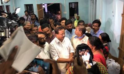 latest-news-v-muraleedharan-visits-kavalappara-relief-camp
