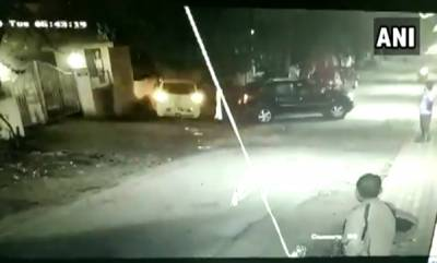 latest-news-a-driver-hits-her-car-against-a-parked-car-repeatedly