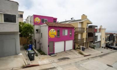 latest-news-pink-emoji-house-is-eyeing-a-new-owner-in-manhattan-beach