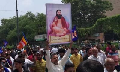 latest-news-dalits-agitated-over-demolition-of-ravidas-temple-in-delhi