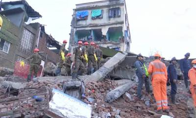 latest-news-4-storey-building-collapses-in-maharashtra-several-feared-trapped