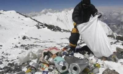environment-nepal-bans-single-use-plastics-on-everest-region