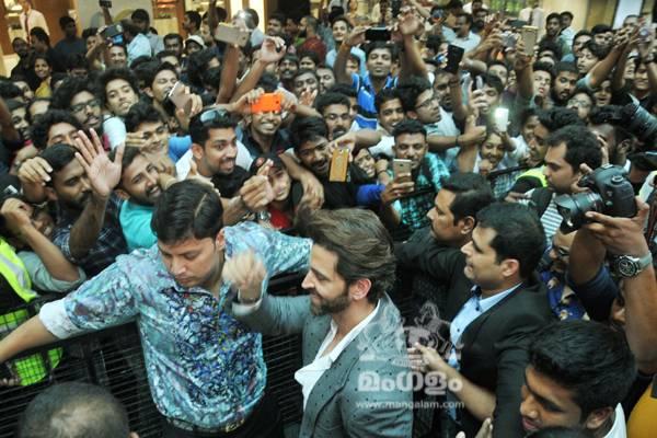 Hrithik Roshan @ Kochi Lulu Mall,  Photo By: - PR Rajesh