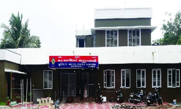 uploads/news/2018/06/224709/punnappra-police-station.jpg