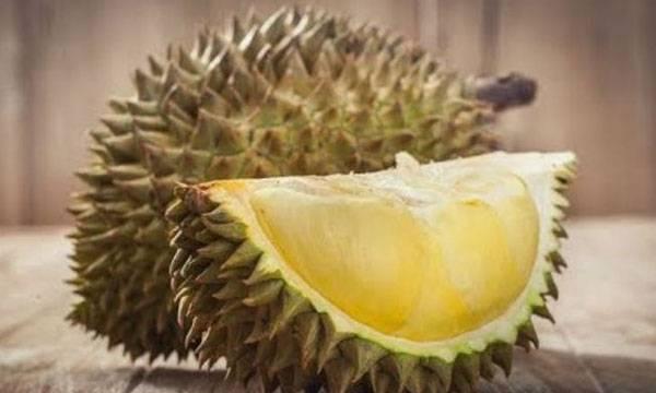 Sumatra plane,  Durian cargo