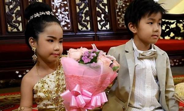 uploads/news/2018/12/275418/child-marriage1.jpg
