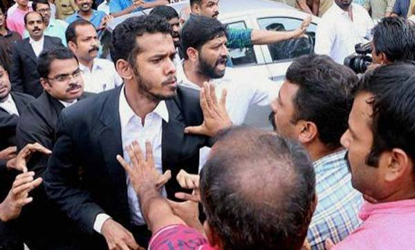 latest-news-judicial-inquiry-into-scribe-lawyer-clash-infront-of-kerala-hc