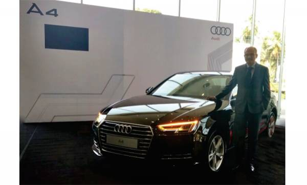 auto-audi-a-4-new-deasel-model-on-road