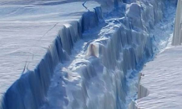 environment-iceberg-almost-ten-times-bigger-than-mumbai-breaks-off-in-antartica-deemed-a-threat-to-marine-life