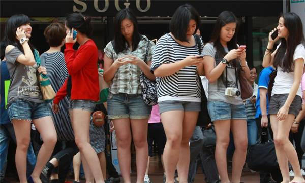 life-style-smartphone-addiction-increase-the-risk-of-depression-and-suicide-related-behaviors-in-teenagers