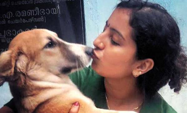 rosy-news-this-lady-dog-catcher-holds-up-compassion