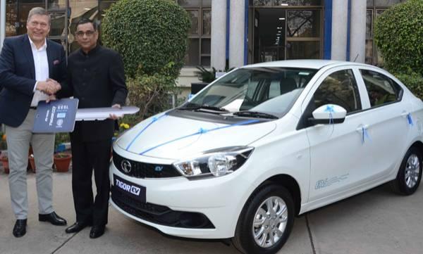 auto-tata-motors-delivers-first-batch-of-tata-tigor-evs-to-eesl