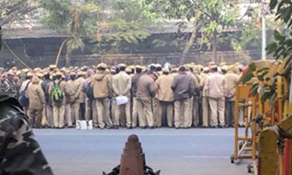 uploads/news/2018/01/181988/delhi-police.jpg