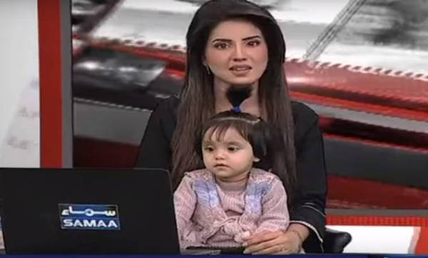 viral TV anchor hosts news bulletin with daughter