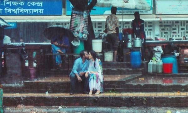 Kissing In Rain