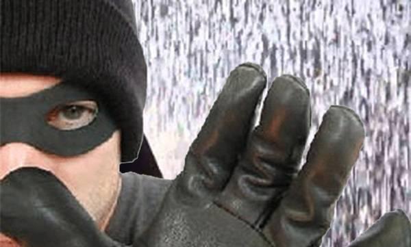 uploads/news/2018/08/238591/robbery-rain.jpg