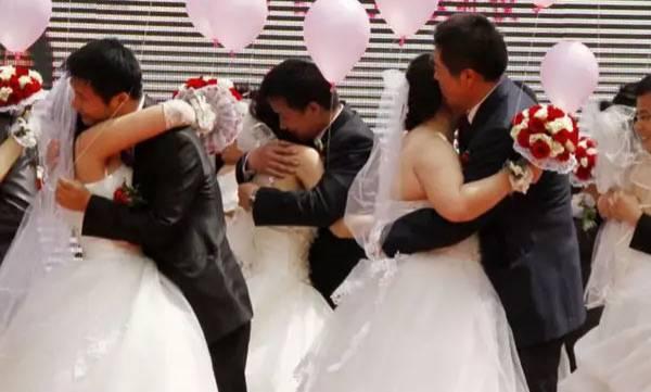 uploads/news/2018/08/244543/honkong-couples.jpg