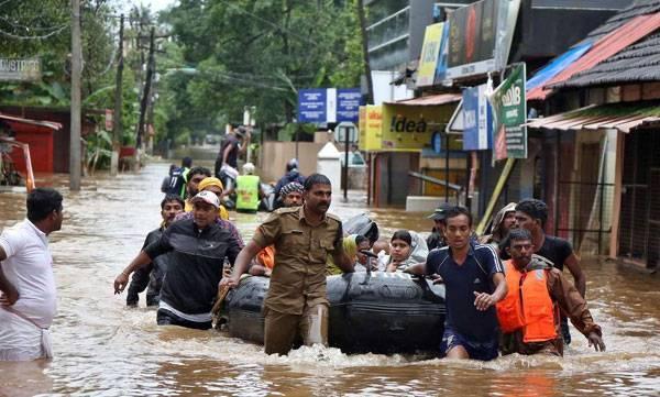 uploads/news/2018/08/244780/kerala-police.jpg