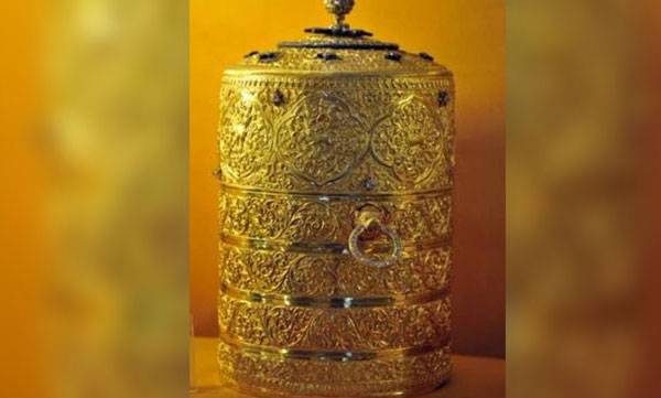 Missing Gold Tiffin Box