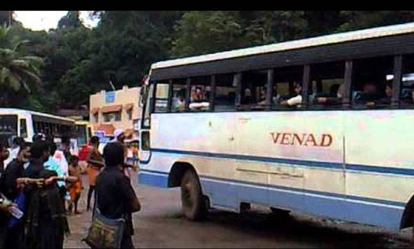 kerala-tension-mounts-as-devotees-stop-women-from-travelling-to-sabarimala