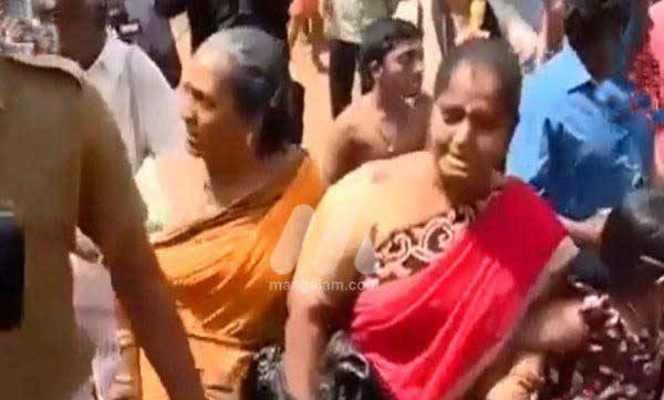kerala-angry-protesters-stops-andhra-women-from-entering-sabarimla