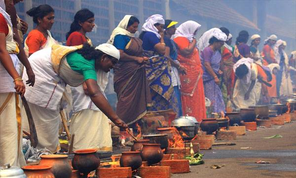 kerala-devotees-offer-pongala-to-attukal-bhagavathy