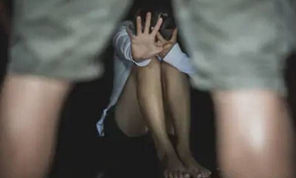 molesting minor girl