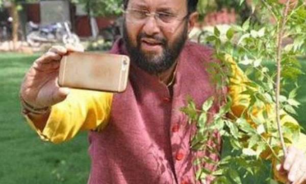 Prakash javadekar, Selfiewithsapling, Social media campaign