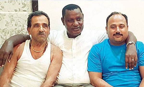 rosy-news-kenyan-mp-returns-to-india-after-30-years-to-repay-rs-200-debt-to-aurangabad-grocer